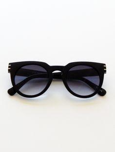 Oculos De Sol, Outlet De Óculos De Sol Ray Ban, Óculos De Sol Da Oakley,  Estilo De Rua De Estocolmo, Roupas Elegantes, Roupas Casuais, Mulheres  Estilo De ... a461f3694b