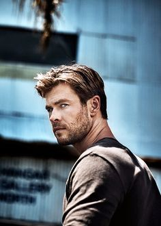 "tomshardy: "" Chris Hemsworth photographed by Patrik Giardino for Men's Health UK "" - this has always been a neat picture of him. Chris Hemsworth Thor, Hot Actors, Actors & Actresses, Hemsworth Brothers, Australian Actors, Marvel Actors, Good Looking Men, Chris Evans, Celebrity Crush"