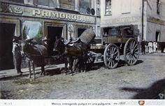 Entregandopulqueenunapulquería(ca.1910). CiudaddeMéxico, DistritoFederal.