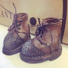 Хочу похвастать))) да-да, в очередной раз я хочу похвастать результатами с МК по обуви!!! ❤️❤️❤️Эти ботиночки сшиты Танечкой @_teddytoys . Теперь лапки Тедди точно не замёрзнут обещанной суровой зимой❄️#teddy #тедди #обувьдлякукол #обувь #мастерклассвмоскве