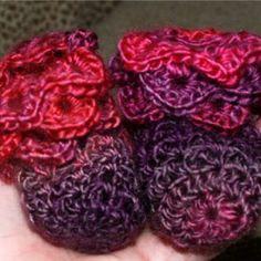 Crochet Crocodile Stitch Booties (Newborn -12 Month old) with Videos. Free pattern on CROCHETJEWEL