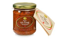 Sicilian pesto from the 'della Mamma' line – that is made with cherry tomatoes, basil and a touch of garlic – is made with much love and patience. This pesto is delicious with fish and meat, on toast or in pasta!