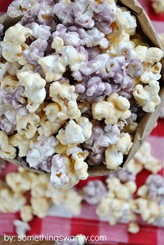 Popcorn recipes, of course! These homemade popcorn recipes below come in all of your favorite varieties. Popcorn Snacks, Popcorn Balls, Gourmet Popcorn, Popcorn Recipes, Jelly Recipes, Snack Recipes, Jello Popcorn, Healthy Popcorn, Candy Popcorn