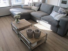 Salontafel van steigerhout - Coffee table made from recycled wood by Jorg Steigerhout + combi met bank mooi Living Room Grey, Small Living Rooms, Home Living Room, Cozy Furniture, Pallet Furniture, Industrial Home Design, Industrial Style, Piece A Vivre, Sweet Home