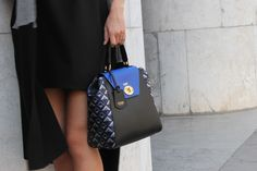 Il blu elettrico della borsa Los Angeles si accosta brioso ai cangianti dettagli in tessuto #jaquard. Una sferzata di energia in un grigio e piovoso pomeriggio d'inverno.   #jadise #fallwinter20142015 #madeinitaly #borse #bags #cool #fashion #moda #colori #outfit #urban #losangles
