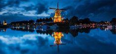"""Le città e le loro """"gemelle"""".  Spettacolari orizzonti riflessi nell'acqua. Dokkum  http://www.cambiocasa.it"""