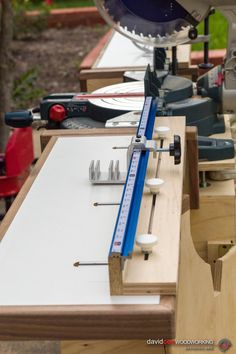 Miter Saws Side View Detail of Fence Assembly on Folding Wing on Rolling Chop Saw Stand with Bosch 12 Woodworking Workshop, Woodworking Projects Diy, Woodworking Bench, Woodworking Shop, Diy Projects, Miter Saw Table, Diy Table Saw, Chop Saw Stand, Mitre Saw Station
