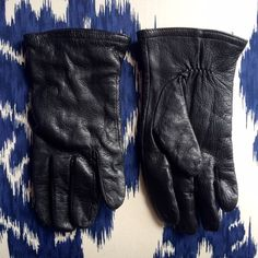 Thinsulate lined leather gloves Thinsulate lined leather gloves. Size small. Accessories Gloves & Mittens