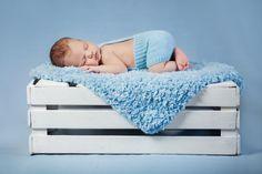 Sleeping baby Stock Photo 01 baby boys Source by Sleeping Baby Pictures, Baby Boy Pictures, Baby Images, Newborn Pictures, Newborn Photography Poses, Newborn Baby Photography, Foto Newborn, Baby Girl Newborn, Book Bebe