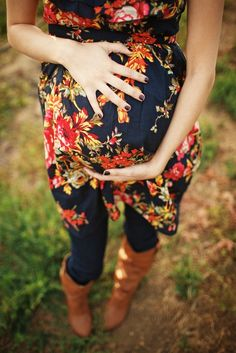 Love this outfit and what a beautiful shot of the baby bump!