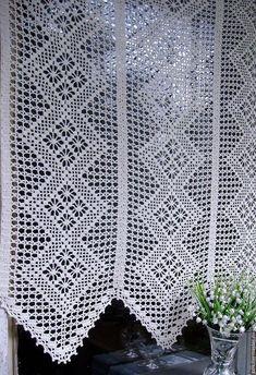 Risultati immagini per graficos cortinas em croche Crochet Curtain Pattern, Crochet Curtains, Curtain Patterns, Crochet Motifs, Filet Crochet, Knit Crochet, Crochet Patterns, Crochet Needles, Thread Crochet