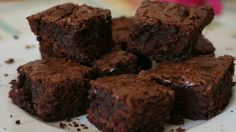 Brownie a los 3 chocolates con avellanas - Sabrosía