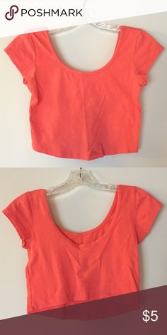 Peach crop top Peach colored crop top from forever 21. Cute paired with flared jeans or bell bottoms. Forever 21 Tops Crop Tops