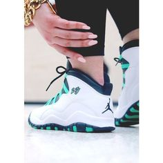 NIKE ROSHE RUN Super Cheap! Sports Nike shoes outlet, Press picture link get it immediately! not long time for cheapest Nike Air Jordans, Womens Jordans, Jordans Girls, Jordan Shoes Girls, Girls Shoes, Jordan Outfits, Gym Outfits, Fitness Outfits, Jordan Tennis Shoes