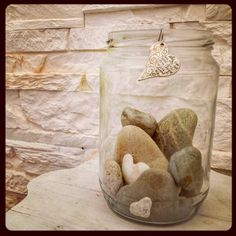 Il diavolo fa le pentole ma non i coperchi. E l'amore?  #minimal #minimalphotography #minimalism #canon #unionesarda #sardegnacountry #semplicity #stones #love #hearts #sardegnacountry #picoftheday #macroworld #cagliari #natureart #details#homesweethome #angolidicasa #light #casadolcecasa #home #casa#inspire #riflessioni by mo10973