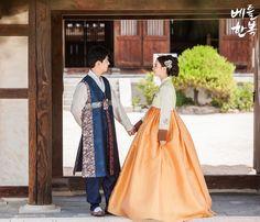 Korean traditional clothes.(한복) #dress #hanbok #wedding #color #newlywed #natural #pattern #신랑신부한복대여 #신랑신부한복 #예쁜한복 #결혼한복대여 #결혼식한복 #웨딩한복 #한복스냅 #snap #trip #한복여행  - 한복문의를 원하신다면 방문하기를 눌러주세요!