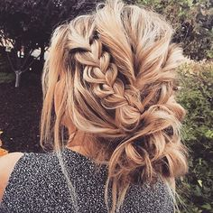 Undone hair love . These relaxed braids via Svglamour have us inspired for our next hair up look ✨. Keep your locks in check and free from breakage, snapping + split ends here: www.hellohair.com.au. #hairgamestrong #braidgoals #hairinspo #maneenvy #hairinspo #summerhaircrush