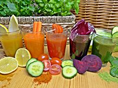 Juice cleanse ideas for weight loss and detox. 3 day juice cleanse recipes for beginners. How to do a juice cleanse on a budget. Detox Diet Drinks, Juice Cleanse Recipes, Natural Detox Drinks, Smoothie Detox, Fat Burning Detox Drinks, Smoothie Recipes, Detox Juices, Detox Recipes, Healthy Recipes