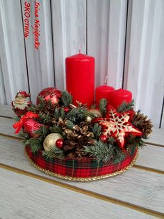 No home is entire without ever a few Christmas candles along at the happy time. Christmas Swags, Christmas Flowers, Christmas Candles, Christmas Centerpieces, Rustic Christmas, Christmas Crafts, Christmas Ornaments, Christmas Floral Arrangements, Candle Arrangements