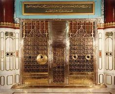 Prophet Muhammad Grave Should be a great place to visting and praying for muslems not the place where is hiding somewhere