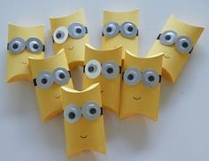 minions gift wrapping made of toilet paper rolls upcycling More Source by aspazab Minion Gifts, Minion Craft, Minion Birthday, Minion Party, Diy For Kids, Crafts For Kids, Diy And Crafts, Paper Crafts, Pillow Box