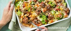 Deze ovenschotel met pasta, gehaktballetjes en broccoli valt bij (bijna)…