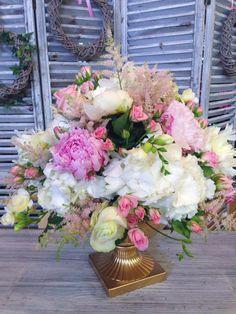Centres de table bohème chic : Pivoines, Hortensias, Roses, Astilbe, Oeillets et Freesias