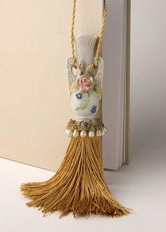 Miniature vase and pearl tassel
