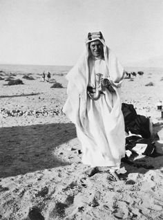 Secret desert camp used by First World War hero Lawrence of Arabia is discovered intact with rum jars and a campfire World War One, First World, Colorful Pictures, Old Pictures, Seven Pillars Of Wisdom, Gertrude Bell, Lawrence Of Arabia, Arab Revolt, Laurence