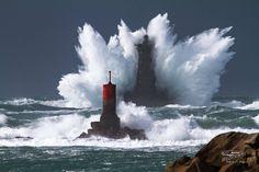 Le Four au passage d Christine. Unique Buildings, Beautiful Buildings, Nature Pictures, Cool Pictures, Lighthouse Lighting, Lighthouse Pictures, Stormy Sea, Crashing Waves, Tall Ships