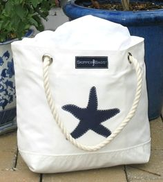 Nautical Anchor Tote Bag - Rope handles - incorporate from already owned beach bag Nautical Tote Bags, Beach Tote Bags, Style Nautique, Nautical Anchor, Fabric Bags, Summer Bags, Shopper, Handmade Bags, Bag Making