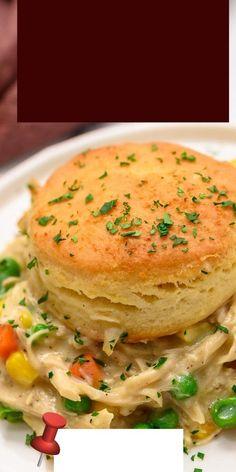 Chicken Pie Recipe Easy, Chicken Pot Pie Casserole, Easy Casserole Recipes, Chicken Recipes, Italian Dinner Recipes, Easy Dinner Recipes, Flaky Biscuits, Canned Biscuits, Le Diner