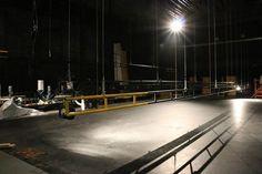 Actualización de la mecánica teatral en la Gran Sala   La actualización de la mecánica teatral de la Gran Sala del Teatro de la Ciudad facilitará el montaje de producciones complejas con algunos elementos motorizados. Ésta incluye:   Renovación de las 33 varas manuales que se extienden por los 20 metros de boca escena. Éstas se sustituyeron por varas de aluminio de 6.60 metros.  Sustitución de las 30 varas contrapesadas con sistema de frenos y poleas de la marca JR Clancy y adicionalmente se…