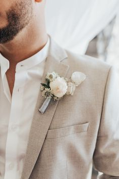 Luxurious and Intimate Elopement in Santorini Celestial Modern and Stylish Wedding Theme Destination Wedding in Greece Groom at Canaves Oia with Cream Linen Suit and White Buttonhole Featured in Junebug Weddings Linen Wedding Suit, White Wedding Suit, Wedding Linens, Wedding Men, Wedding Suits For Groom, Beach Wedding Groom, Beach Wedding Attire, Cream Wedding, Paris Wedding