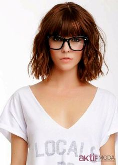 19 beautiful wavy hairstyles Bob with bangs Peinados de Bob 0 Mar 2018 Bob Hairstyles 0 Bob cuts one of the best short hair trends in And in this year we will find the best ideas of recent years and we will create this gallery for lovers of wavy hair … Full Fringe Hairstyles, Bob Hairstyles With Bangs, Bob Haircut With Bangs, Amazing Hairstyles, Glasses Hairstyles, Bob Haircuts, Hair Bangs, Haircut Short, Lob Bangs