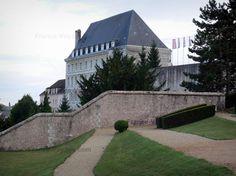 Chartres : Jardin de l'Évêché et bâtiments de la ville