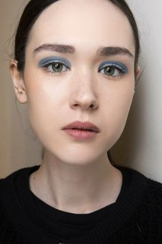 Blue, the new makeup trend for Fall Winter 2017-2018