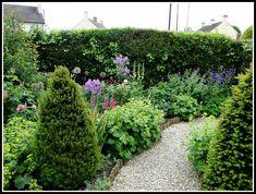 My Garden School – Online Gardening Courses Front Gardens, Small Gardens, Organic Horticulture, Organic Gardening, Gardening Courses, Garden Borders, Small Garden Design, Garden Inspiration, Garden Ideas