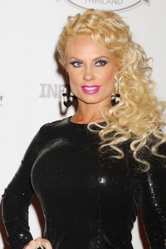 Look, I have no idea whether Nicole Coco Austin is some kind of freakish sex toy superhero or just another stuck-up steroid freak. Pvc Fashion, Fashion Models, Celebrities Fashion, Female Celebrities, Beautiful Celebrities, Beautiful Ladies, Beautiful People, Austin Coco, The Doctors Tv Show