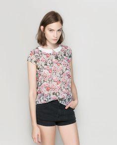 Imagen 1 de TOP FLORES CUELLO CONTRASTE de Zara