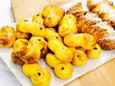 Mannerströms saftiga lussekatter | Recept från Köket.se Cooking Tips, Macaroni And Cheese, Bread, Baking, Fruit, Ethnic Recipes, Food, Christmas, Gastronomia