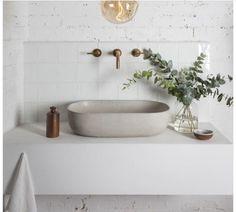 Lavabo stiltje Bathroom Taps, Attic Bathroom, Bathroom Inspo, Bathroom Inspiration, Modern Bathroom, Small Bathroom, Bathrooms, Cob House Interior, Bathroom Interior Design