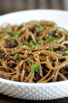 beef dishes This recipe for Mongolian Ground Beef Noodles came about as an effort to clean out the pantry after the holidays. Little did I know it would quickly become a family favorite! Meat Recipes, Asian Recipes, Dinner Recipes, Cooking Recipes, Asian Foods, Ground Beef Recipes Asian, Oriental Recipes, Venison Recipes, Oriental Food