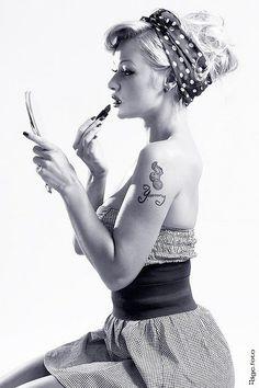 Pin up art/Rockabilly style Retro Pin Up, Estilo Pin Up Retro, Look Retro, 1950s Pin Up, Rockabilly Pin Up, Moda Rockabilly, Rockabilly Fashion, Rockabilly Artists, Rockabilly Dresses