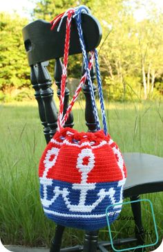 This crochet bag is pretty easy and would be fast enough to make in one day. The color options are plenty and tapestry crochet is super fun.