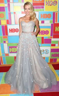 Anna Camp goes for the whole princess effect in this full-skirted gown with a sweetheart neckline.