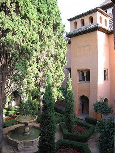 Palacio Nazaries, Alhambra, Granada    Patio de Lindaraja