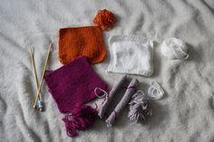 Új hobbiba kezdtem: megtanulok kötni. Egy kötött takaró darabjait készítem el, lépésenként haladva.