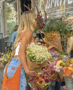 Flower Aesthetic, Summer Aesthetic, Aesthetic Photo, Aesthetic Pictures, Sky Aesthetic, Travel Aesthetic, Insta Photo Ideas, Insta Pic, Summer Girls
