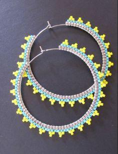 Créoles argentées brodées de perles Miyuki